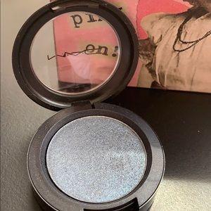 MAC Cosmetics presses pigment in Smoky